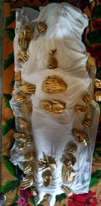«Νήμα Ηρός » της Βανέσας Καραμανώλη μια εικαστική δράση με αφετηρία το ομώνυμη πτυχιακή της εγκατάσταση τον Οκτώβριο του 2014 στην Φλώρινα, Σοφίτα του Αριστοτέλη.