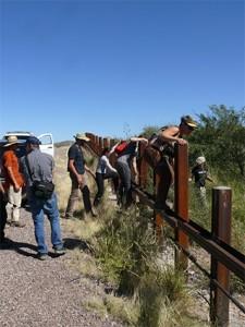 Ανοίγοντας το δέμα με τα υλικά από το Τέξας: μια συνεργασία του 1ου Εργαστηρίου με το LAAW (New Mexico, USA)
