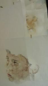 "Bιτρίνες τέχνης ΟΤΕ ,θεσσαλονίκη"" Secrets de famille "" η παρουσίαση της Μαρίς Θεοφίλου προπτυχιακής καλλιτέχνιδος Σχολής καλών τεχνών Φλώρινας"
